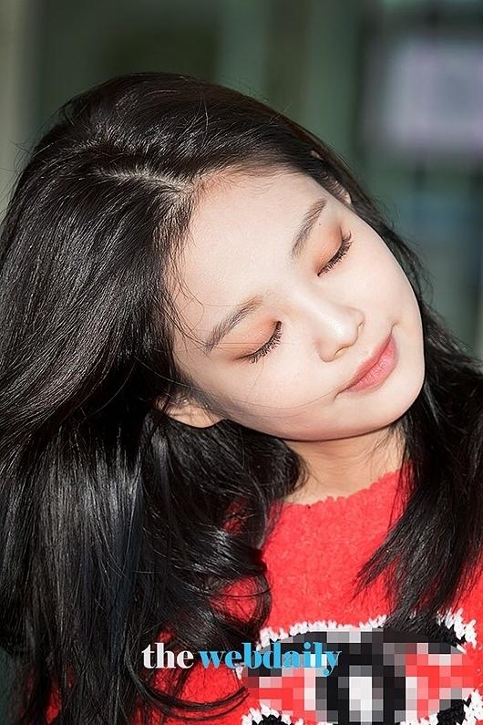 Mái tóc mới của Jennie nhận nhiều lời khen từ netizen Hàn.