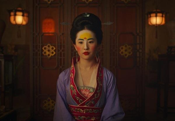 Tạo hình bị chê xấu lạ của Lưu Diệc Phi.