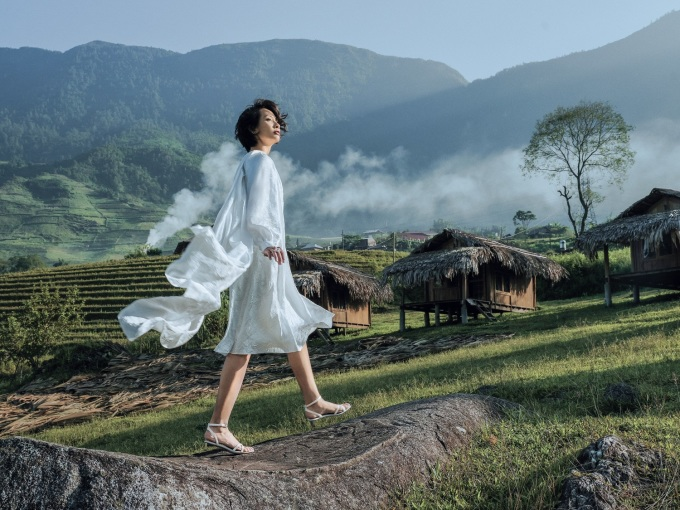 <p> Người mẫu Shizuka Na cũng được Lê Thanh Hòa tin tưởng lựa chọn thể hiện các trang phục.</p>