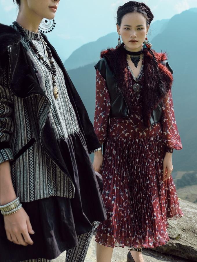 <p> Lê Thanh Hòa giới thiệu các mẫu đầm măng tô, váy dáng dài ứng dụng tông màu chủ đạo là xanh rêu, nâu thẫm, trắng và đen.</p>