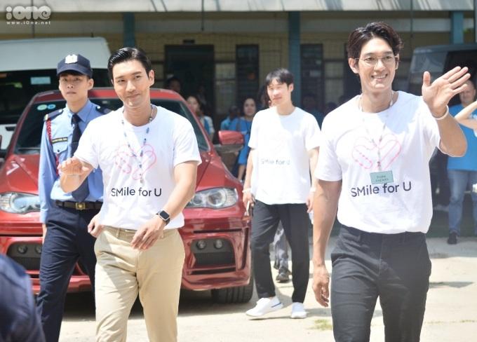 <p> Đi cùng thành viên nhóm nhạc Super Junior là nam diễn viên Park Jaemin, đại diện UNICEF Hàn Quốc và công ty SM Entertainment. Đoàn đã có chuyến tham quan, gặp gỡ giáo viên và học sinh tại Trung tâm Hỗ trợ Phát triển Giáo dục Hòa nhập Đà Nẵng. Đây là nơi nam ca sĩ từng đến thăm trong chuyến đi đến Đà Nẵng hồi tháng 8/2017.</p>