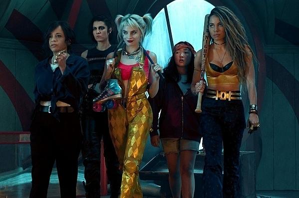 Hội chị em của Harley Quinn, từ trái qua: Renee Montoya, Huntress, Cassandra Cain và Black Canary.