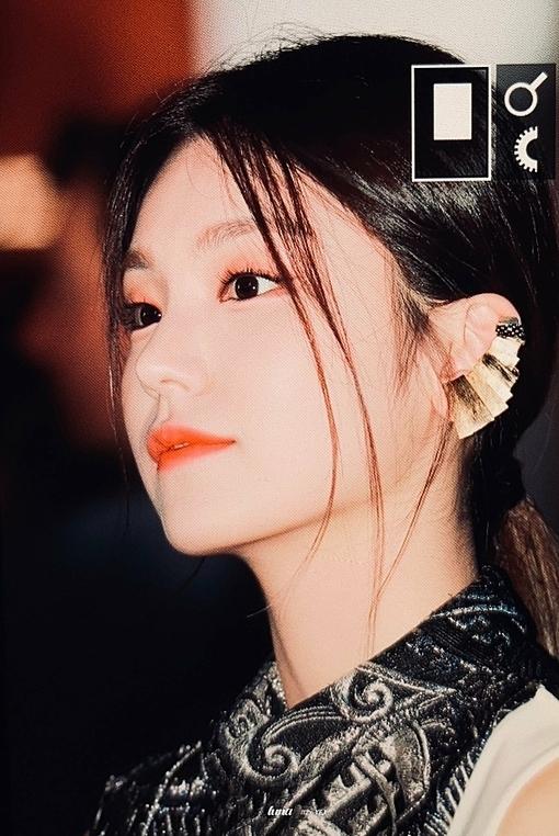 Góc nghiêng sắc nét của Yeji.