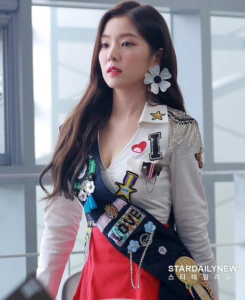 Trong những lần thử nghiệm style sexy, Irene thường bị chê trang phục chưa sang trọng.
