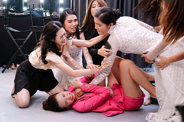 Nữ chính Minh Tú cũng có kinh nghiệm sau khi tham gia các cuộc thi sắc đẹp.