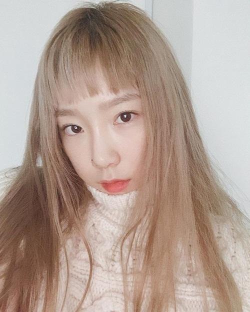 Tae Yeon hack tuổi khi cắt tóc ngắn trên lông mày.