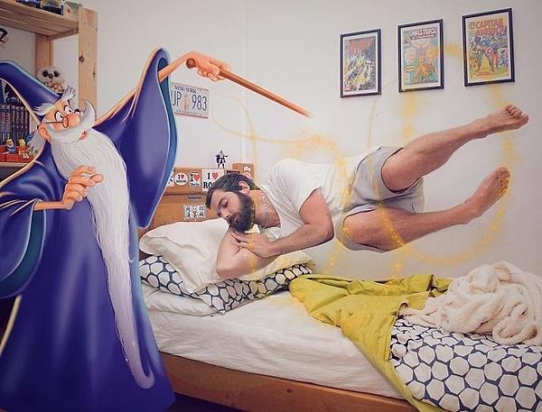 Đang ngủ lại bị phép thuật lôi dậy.