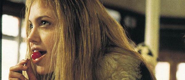 Các bộ phim của Angelina Jolie trong giai đoạn này, nhưGia (1998), Girl, Interrupted (1999), Lara Croft: Tomb Raider (2001)... đều tôn vinh vẻ đẹp gợi cảm, pha chút nổi loạn của nữ diễn viên.
