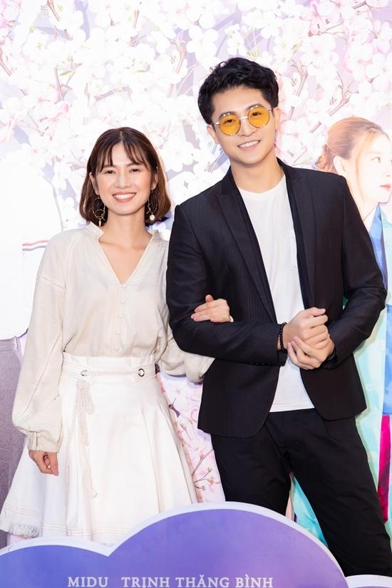 <p> Đến chúc mừng đoàn phim có cặp diễn viên Harry Lu - Oanh Kiều.</p>