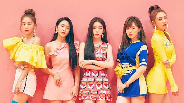 Red Velvet cũng là girlgroup hàng đầu hiện nay. Nhómđể lại rất nhiều dấu ấn trong thị trường âm nhạc trong nước và quốc tế qua những hit như Zimzalabim, Bad Boy hay Power Up vô cùng bắt tai, đồng thời khoe được giọng hát ngày một tiến bộ vượt bậc, khả năng cân mọi concept và thể loại nhạc.