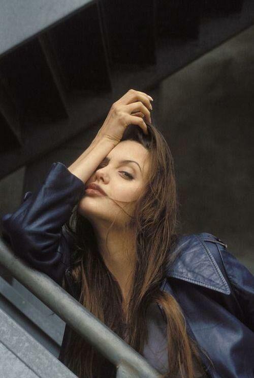 Thời kỳ đỉnh cao nhan sắc, Angelina Jolie được biết đến là một trong những biểu tượng gợi cảm của Hollywood.