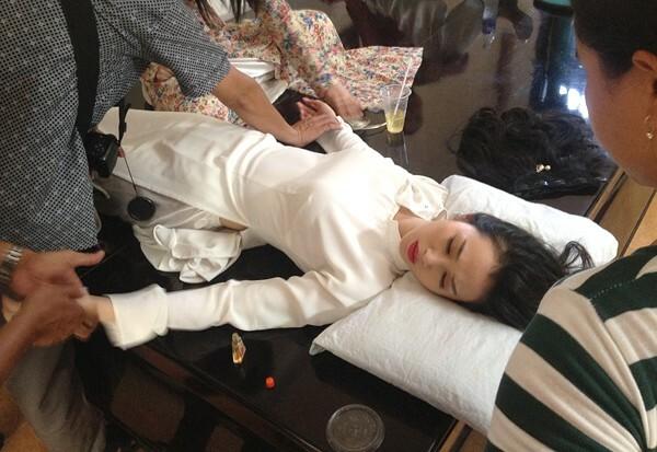 Việc di chuyển nhiều cộng với tâm lý căng thẳng, Khánh My kiệt sức trên phim trường Mỹ nhân Sài thành ở Bình Dương hồi tháng 7/2014. Cô tỉnh lại sau khi được ê-kíp chăm sóc. Nhưng đến tối, khi trở về nhà, cô tiếp tục bất tỉnh và phải vào bệnh viện cấp cứu.