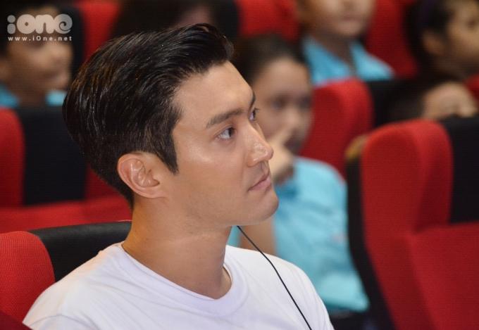 <p> Choi Si Won có hoạt động chính diễn ra tại Cung thiếu nhi Đà Nẵng. Anh tham dự buổi giao lưu âm nhạc cùng các em học sinh khiếm thị và khiếm thính.Vào buổi sáng trước đó, Choi Si Won và đoàn Ủy ban quốc gia UNICEF Hàn Quốc có chuyến tham quan, gặp gỡ giáo viên và học sinh tại Trung tâm Hỗ trợ Phát triển Giáo dục Hòa nhập Đà Nẵng.</p>