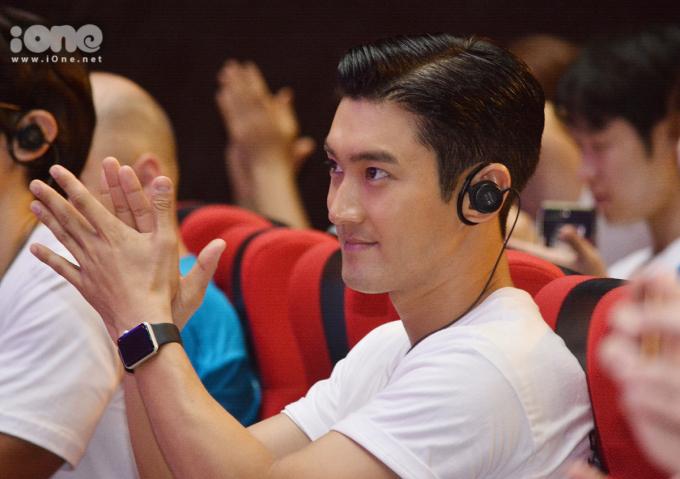 <p> Thành viên nhóm nhạc Super Junior toát lên thần thái ngời ngời ở mọi góc độ. Vẻ điển trai củaChoi Si Won luôn được quan tâm.</p>