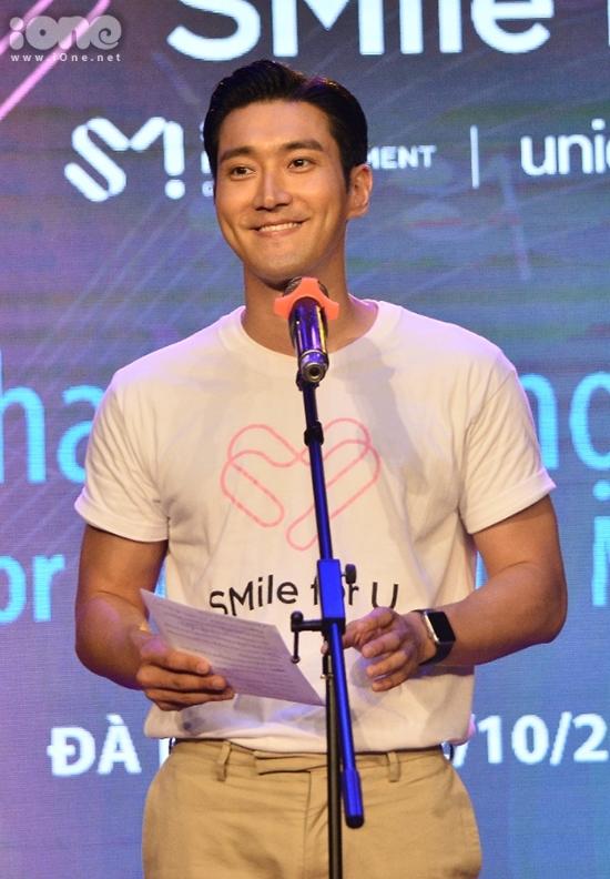<p> Anh chia sẻ cảm xúc khi tiếp tục có mặt tại Việt Nam trong vai trò đại sứ của UNICEF. Nam thần tượng xứ Hàn hy vọng trẻ em được bảo trợ bởi dự án có thể lớn lên, trưởng thành cùng âm nhạc giống như anh từng trải qua.</p>