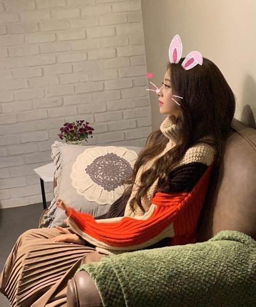 Park Ji Yeon có góc nghiêng xinh đẹp, đáng yêu với tai thỏ.