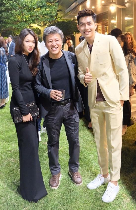 <p> Quốc Anh có cơ hội gặp gỡ và chụp ảnh cùng nam diễn viên Hàn QuốcKwon Hae Hyo.</p>
