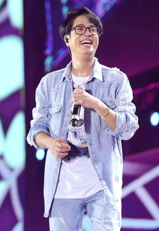 """<p> Bùi Anh Tuấn làm tan chảy các fan với các ca khúc """"Nơi tình yêu bắt đầu"""", """"Hẹn một mai"""" và """"Thanh xuân của chúng ta"""".</p>"""