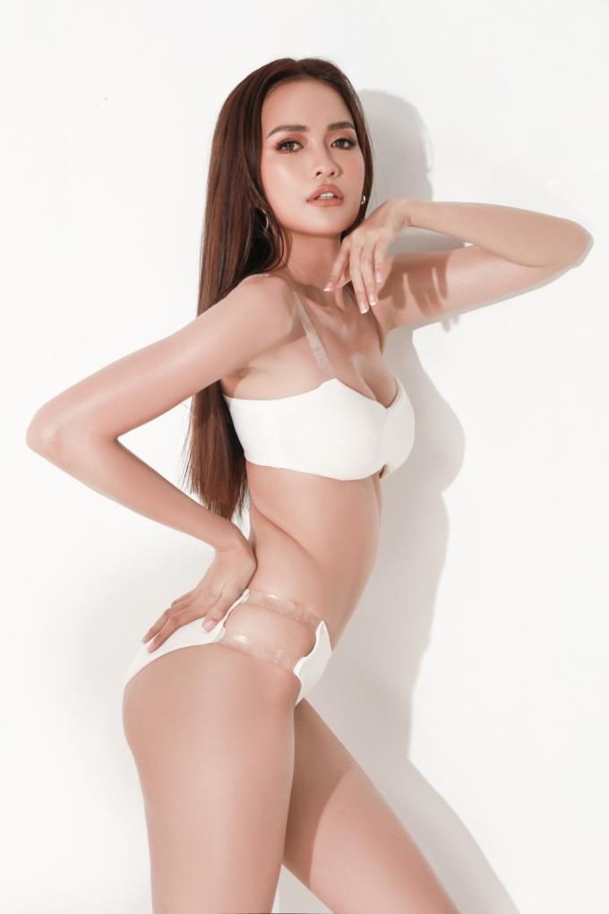 <p> Suốt một năm qua, Ngọc Châu dành thời gian rèn luyện về vóc dáng, kỹ năng sân khấu, ngoại ngữ với sự cố vấn của Hoa hậu Hải Dương và nhiều chuyên gia nổi tiếng trong nghề.</p>
