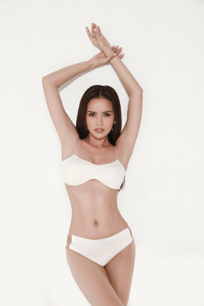 <p> Ngọc Châu tự tin khoe body bốc lửa với trang phục bikini trong bộ ảnh mới nhất.</p>