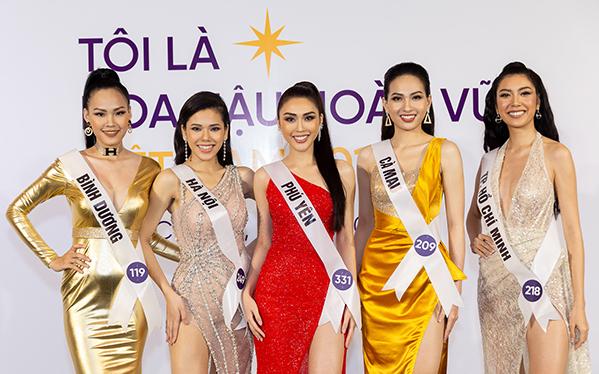 Một số thí sinh nổi bật tại cuộc thi như Tường Linh (váy đỏ), Thúy Vân (ngoài cùng bên phải).