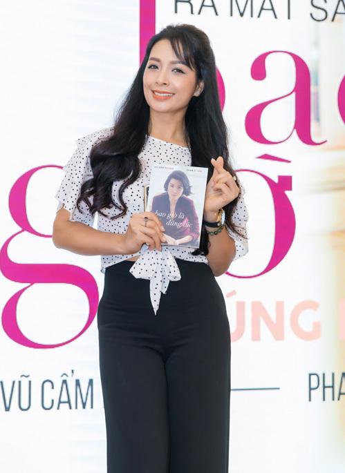 Thúy Hạnh là một trong những người bạn thân thiết của Vũ Cẩm Nhung thời cả hai còn là người mẫu hàng đầu tại Hà Nội.