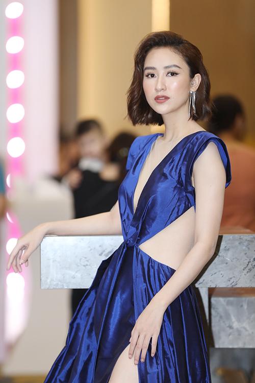 Á hậu Hà Thu cũng diện đồ khoe vóc dáng. Thời gian qua cô thử nghiệm với tóc ngắn và nhận được phản ứng tích cực.