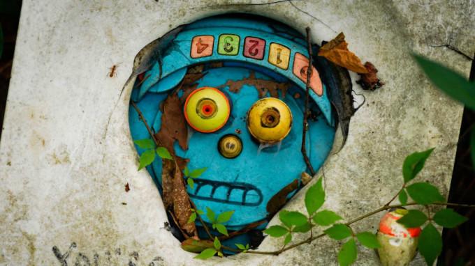 <p> Ông Slaton khuyến khích du khách đến công viên sử dụng những món đồ chơi hoặc đồ dùng cũ để tạo nên các tác phẩm sáng tạo cho riêng mình.</p>