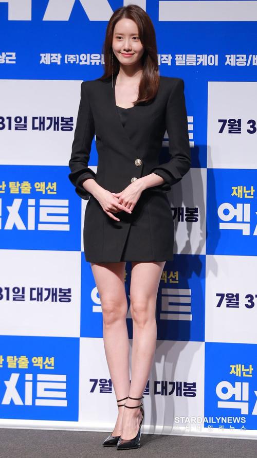 Fitted Mini Dress giá 2.095 USD (hơn 48.6 triệu đồng) của nhà mốt BALMAIN giúp tôn lên vẻ đẹp sang chảnh của Yoona