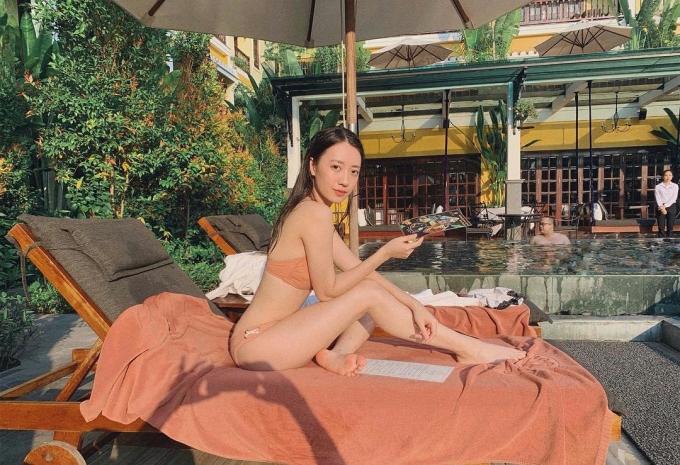 <p> 9x hữu thân hình nuột nà, không mỡ thừa nên thường tự tin diện bikini hai mảnh.</p>