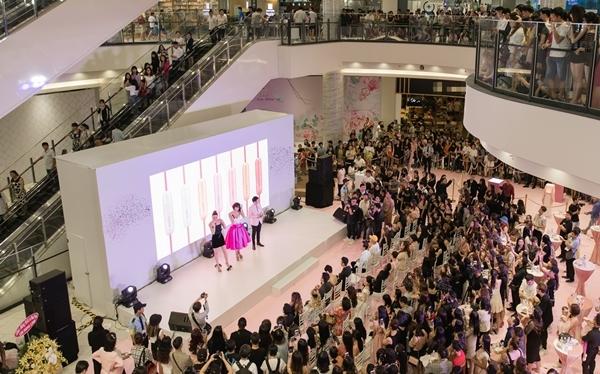 Hương Giang - Hồ Ngọc Hà gây sự chú ý lớn tại sự kiện.