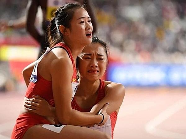 VĐV Ge Manqi bật khóc nức nở sau phần thi.