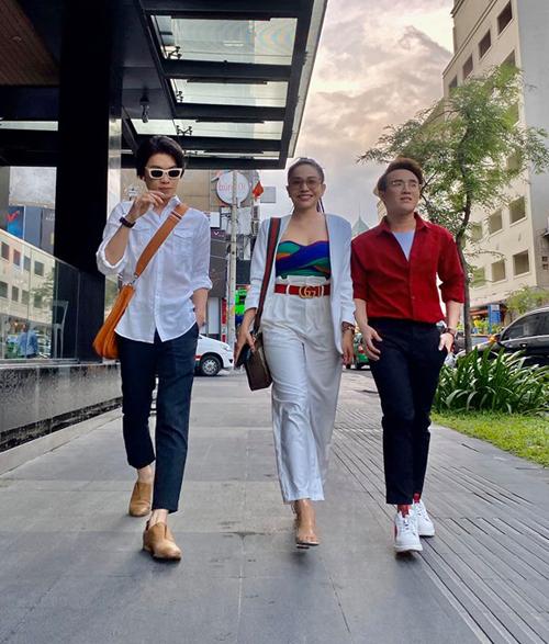 Bộ ba Quang Trung - Khả Như - Huỳnh Lập rủ nhau dạo phố.