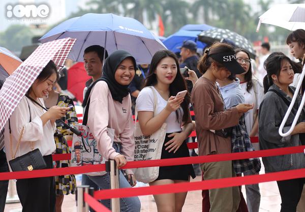 Trong đợt mở bán đầu tiên, có 2.500 vé được bán ra, gồm tất cả các hạng: S-VIP, V-VIP, VIP và Regular.