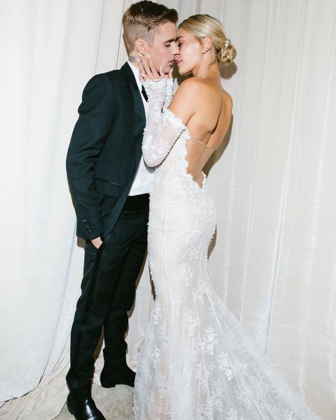 """<p> Sau một tuần kể từ hôn lễ, Justin Bieber và Hailey Baldwin lần đầu tiên chia sẻ bộ ảnh cưới lên trang cá nhân. Bức ảnh với chú thích """"Cô dâu của tôi"""" trên Instagram Justin Bieber nhận được 5,4 triệu lượt like sau 5 giờ đăng tải.</p>"""
