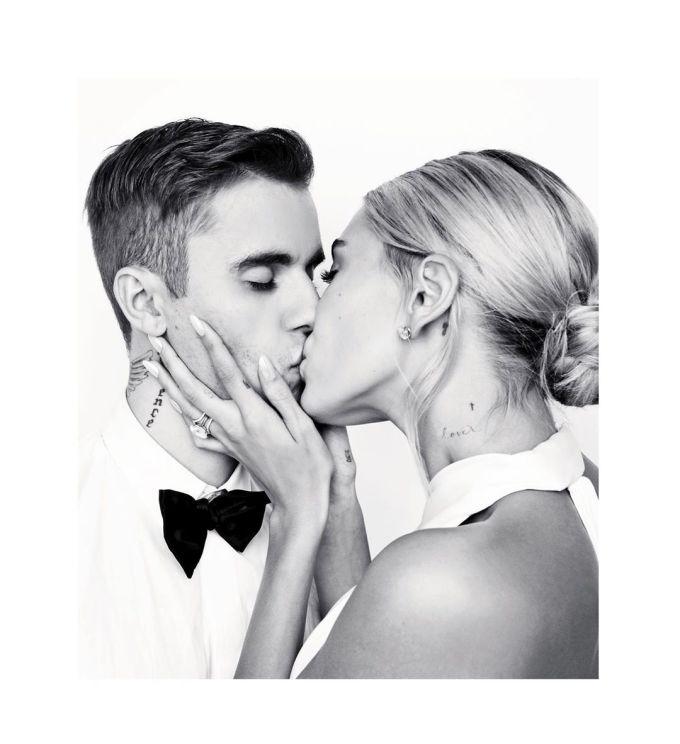 <p> Justin và Hailey đã làm thủ tục kết hôn tại một Tòa án ở New York vào tháng 9/2018. Sau nhiều lần trì hoãn, cặp đôi tổ chức lễ cưới riêng tư với gia đình, bạn bè, bao gồm Kendall Jenner, Kylie Jenner... tại Nam California vào 30/9.</p>