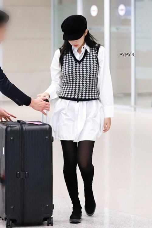 Phong cách thời trang của nữ idol tiếp tục trở thành chủ đề hot trên các diễn đàn.