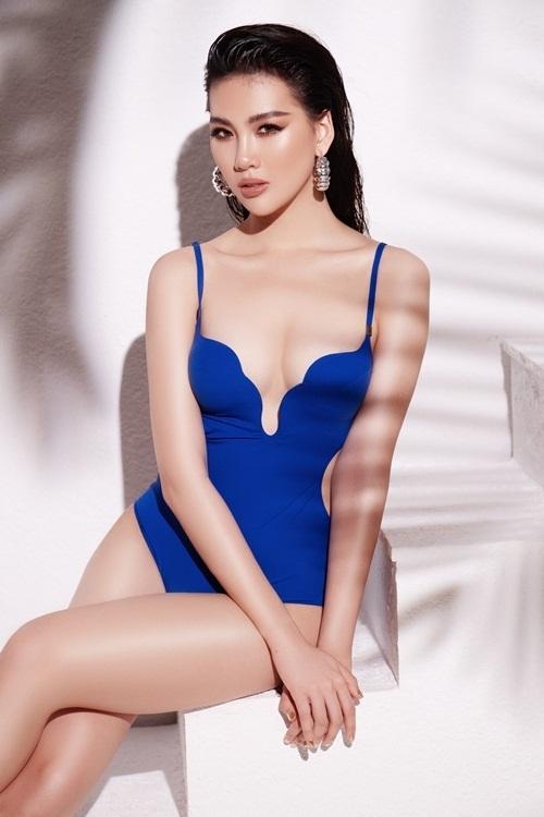 Bộ bikini tônphần hông quả táo của Quỳnh Hoa.