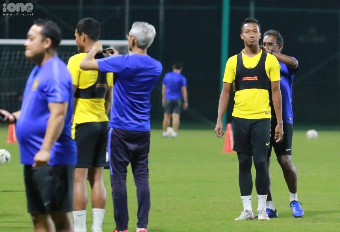 <p> Các cầu thủ Malaysia được Ban huấn luyện mặc lên người những chiếc áo tập có gắn chip điện tử.</p>