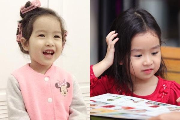 Mina từ bé đã được khen đáng yêu,  thừa hưởng nét đẹp của cả bố lẫn mẹ.