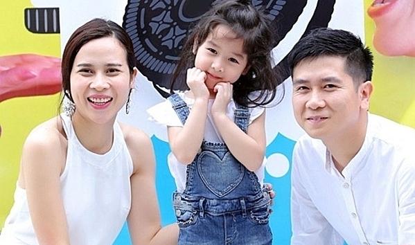 Năm 2011, Lưu Hương Giang hạ sinh con gái đầu lòng, tên Hồ Khánh Hà. Bé có tên ở nhà là Mina. Cặp vợ chồng thống nhất quan điểm hạn chế chia sẻ hình ảnh của con với truyền thông. Đến khi bé cứng cáp, cặp đôi mới cho con dự cùng một vài sự kiện.
