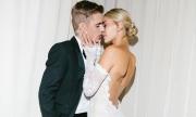 Hailey Baldwin khoe nhẫn kim cương khổng lồ trong bộ ảnh cưới