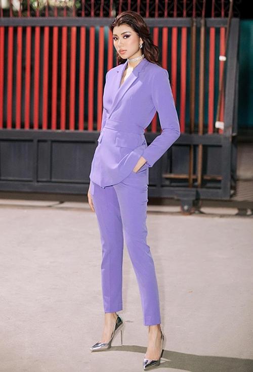 Đồng Ánh Quỳnh cho thấy gam tím lavender không làm mất đi nét cá tính của cô.