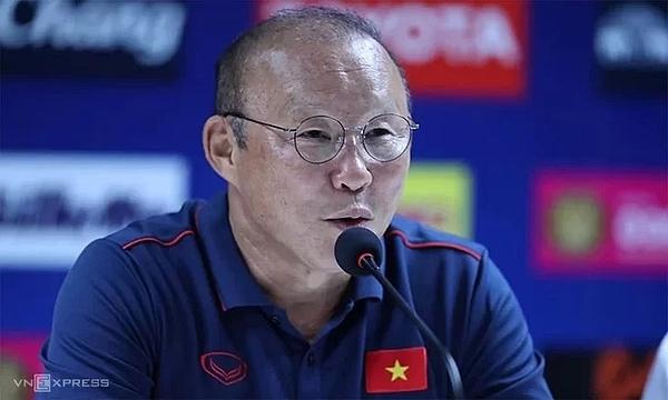 HLV Park Hang-seo thông tin tại cuộc họp báo trước trận đấu ngày mai, 10/10. Ảnh: Lâm Thỏa.
