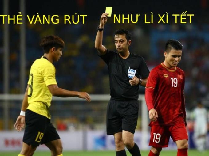 <p> 20h ngày 10/10, thầy trò Park Hang-seo tiếp Malaysia ở trận thứ hai bảng G, vòng loại World Cup 2022. Theo phân công của Liên đoàn bóng đá châu Á AFC, điều khiển trận Việt Nam và Malaysia là tổ trọng tài người Iran. Bắt chính là Moud Bonyadifar. Đây là lần đầu tiên Moud Bonyadifar làm nhiệm vụ ở một trận đấu có sự góp mặt của đội tuyển Việt Nam. Tại trận đấu, Bonyadifar liên tục rút tới 5 thẻ vàng cho cầu thủ hai đội, trong đó có 3 thẻ cho phía Việt Nam, gồm: Trọng Hoàng, Duy Mạnh và Văn Hậu.</p>