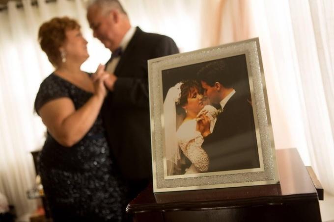 <p> 30 năm đã trôi qua nhưng mối quan hệ của họ vẫn bền chặt như ngày nào.</p>