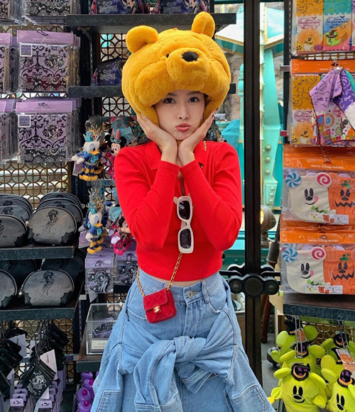 Chi Pu đội mũ gấu Pooh - nhân vật hoạt hình yêu thích, niềm cảm hứng cho nickname của cô nàng.