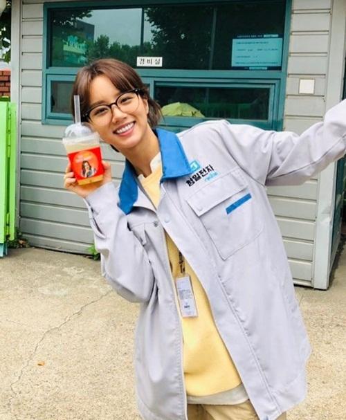 Hye Ri đóng phim mới với hình tượng xuề xòa, kém sắc nhưng tràn đầy sức sống.