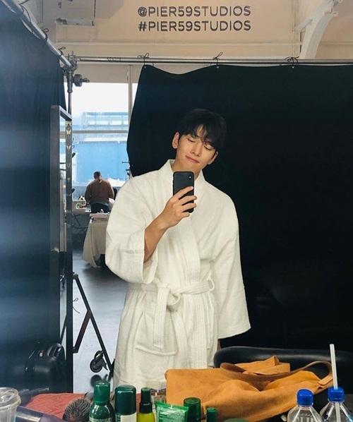 Ji Chang Wook đang có lịch chụp hình ở New York.