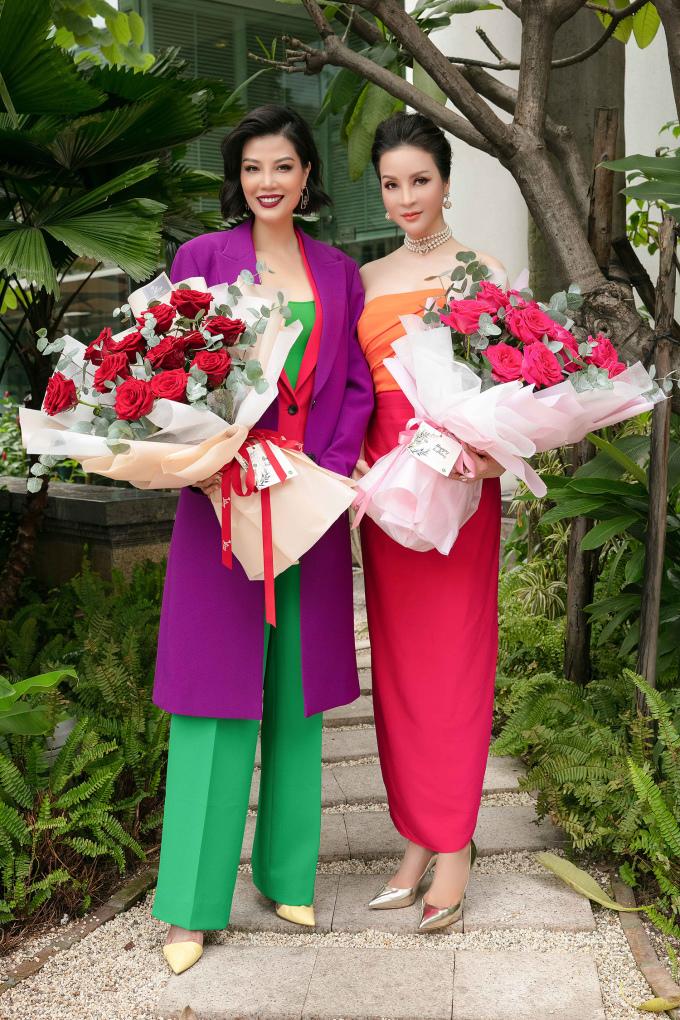 <p> Thanh Mai (phải) từng rất thành công ở lĩnh vực diễn xuất, làm MC... Hiện tại, Thanh Mai kinh doanh về mảng làm đẹp. Vũ Cẩm Nhung sinh năm 1976, kém Thanh Mai 3 tuổi, cùng sinh vào tháng 10 nên họ quyết định tổ chức tiệc sinh nhật chung.</p>
